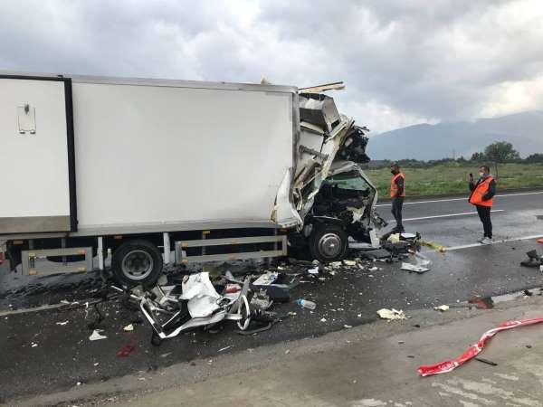 İzmirde feci kaza: 1 ölü, 1 ağır yaralı