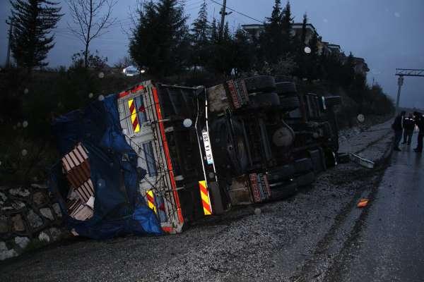 Manisada feci kaza: 1i ağır 4 yaralı