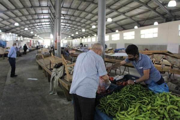 Amasyada pazara gelen vatandaşlar şaşırdı, sadece 10 esnaf tezgah açtı