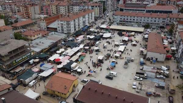 Beyşehirde tam kapanma günü satıcılar tezgah açtı