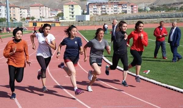 Erzincan'da 'Amatör Spor Haftası' atletizm yarışmaları
