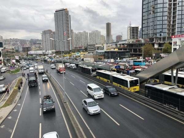 Esenyurt'ta metrobüs kazası: 6 yaralı