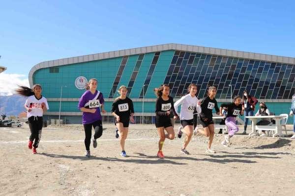 Erzincanda Amatör Spor Haftası atletizm yarışmaları