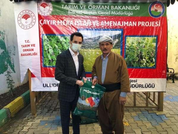 Kaymakamlık 150 çiftçiye sertifikalı tohum dağıttı