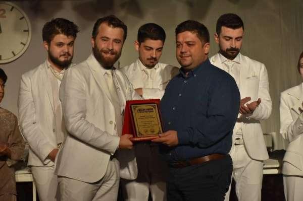 Eskişehir Anadolu Üniversitesi Sui Generis Tiyatro Gemlik seyircisi ile buluşt