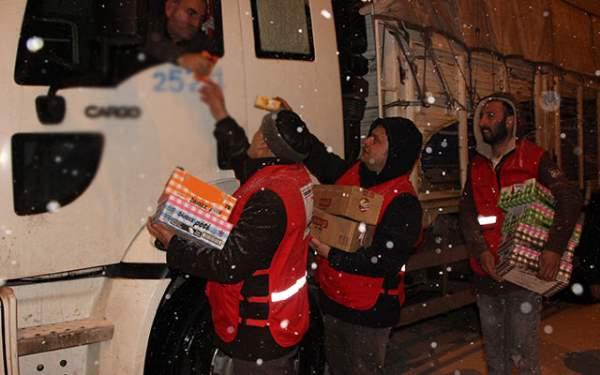 Samsun Haberleri: Samsun'da Yolda Kalan Sürücülere Kumanya Verildi