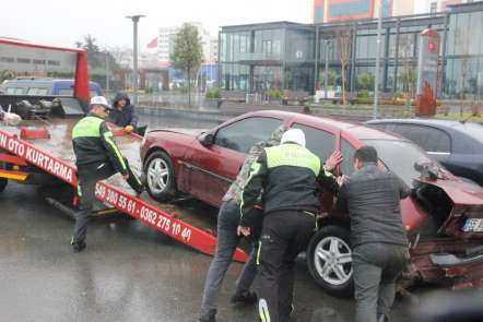 Samsun'da 4 otomobil birbirine girdi: 1 yaralı