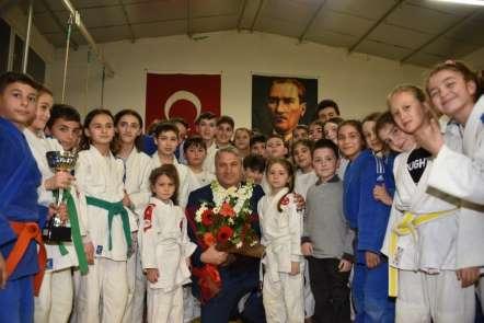 Madalyalarını Başkan Çerçi'den aldılar