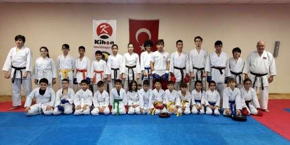 Nazillili karateciler madalya avında