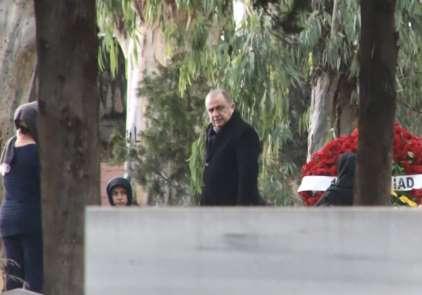 (Özel haber) Fatih Terim, babasının mezarını ziyaret etti