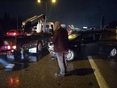 Vidanjörden sızan yağ zincirleme kazaya neden oldu: 2 yaralı