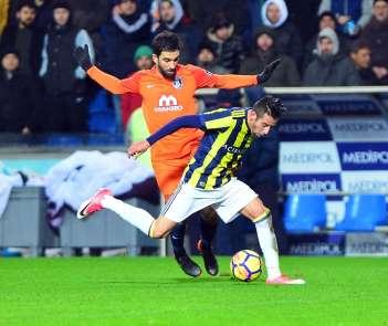 Başakşehir, evinde Fenerbahçe'ye karşı üstün