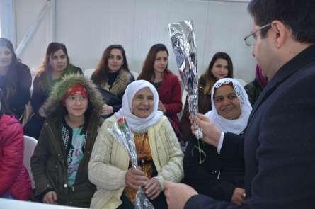 Terör bitti kadınlar el ele 8 Mart Dünya Kadınlar Günü'nü kutladı