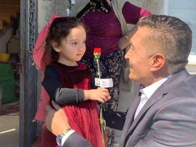 AK Parti Piraziz Belediye Başkan adayı Uğur Melikoğlu kapı kapı gezerek kadınlar