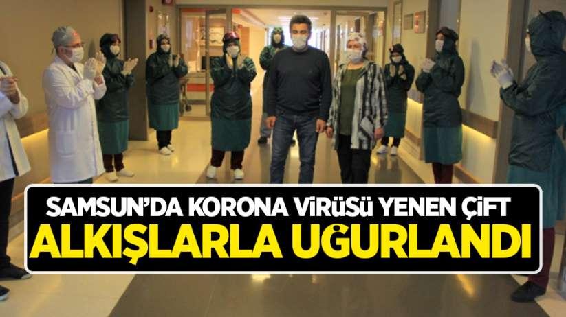 Samsun'da korona virüsü yenen çift alkışlarla uğurlandı