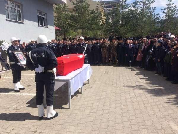 Şehit polis Ateş için emniyette tören düzenlendi