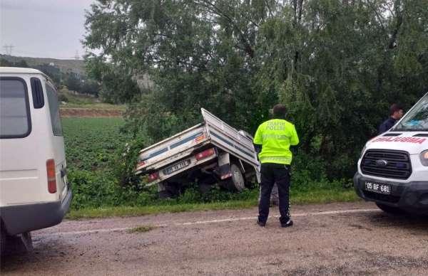 Ehliyetsiz sürücü kaza yaptı: 2 yaralı
