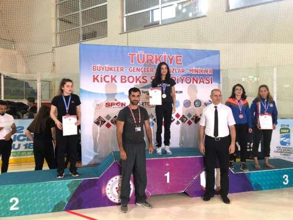 Tuncelili sporcu, Kick Boks'ta Türkiye birincisi oldu