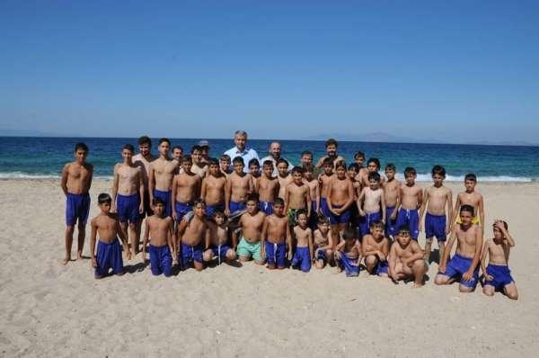 Başkan Elbi'den genç futbolculara ziyaret