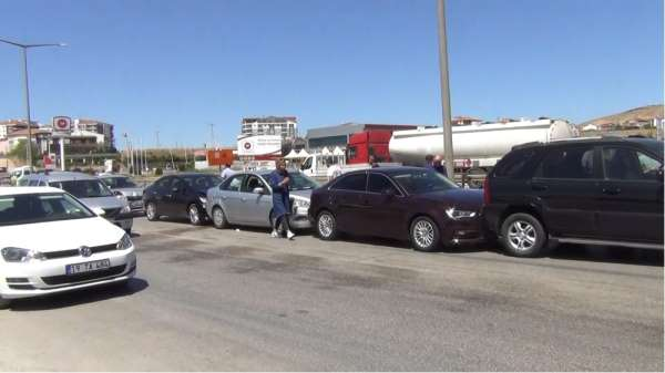 Kırıkkale'de 6 araçlı trafik kazası: 3 yaralı