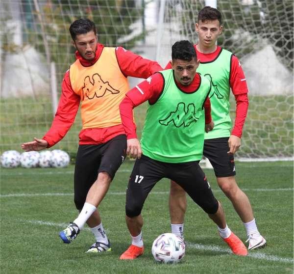 Antalyasporda Nuri Şahin döndü, Hakan belirsiz