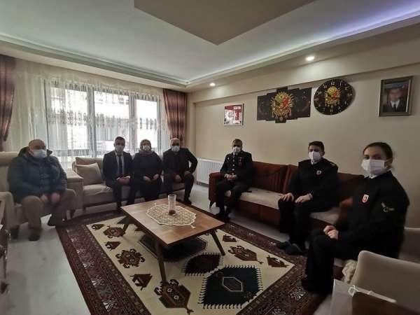 Jandarma Komutanı Atasoydan şehit ailesine ziyaret