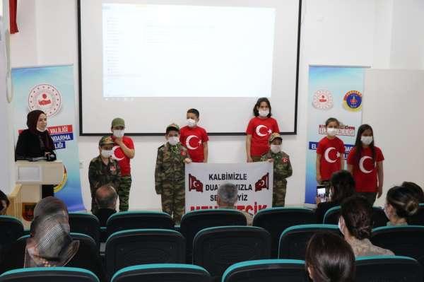 Öğrenciler, jandarmayı ziyaret edip şehitler anısına program yaptı