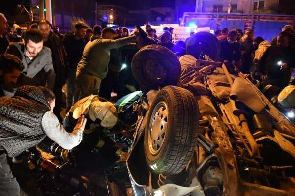 Turgutluda feci kaza: 2 ölü, 4 yaralı