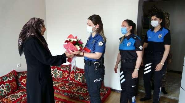 Kadın polislerden şehit annesine Anneler Günü ziyareti