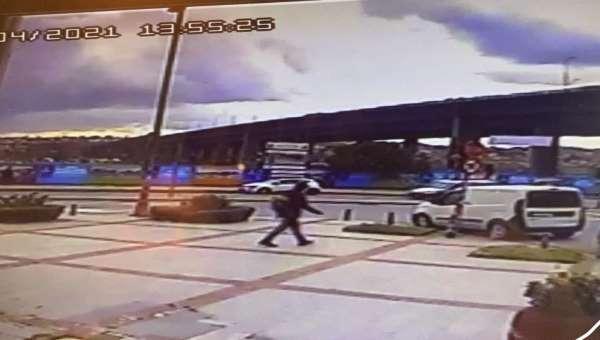 İstanbulda feci kaza: Havada takla atan genç kadın yere savruldu