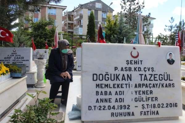 Şehit anneleri Anneler Gününü evlatlarının mezarı başında geçirdi
