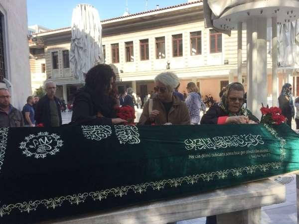 Adliyede intihar eden yazar Seray Şahiner'in eşi son yolculuğuna uğurlandı