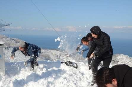 Boztepe'de poşet ile kayak keyfi