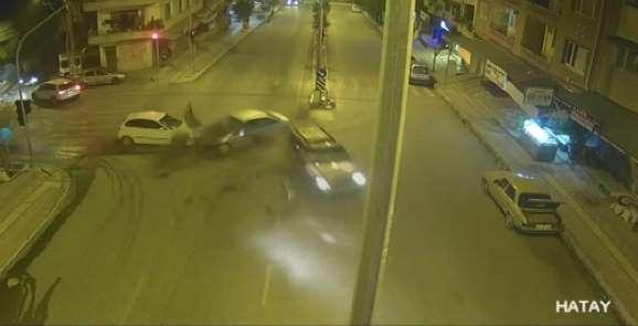 Hatay'da trafik kazaları şehir polis kameralarına yansıdı