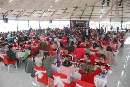 Tokat'ta, 400 öğrenci mat etmek için yarıştı