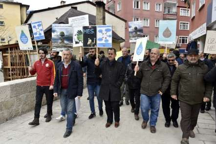 Türkiye'nin en hızlı akan çayının üzerinde yapılması planlanan HES'e yöre sakinl