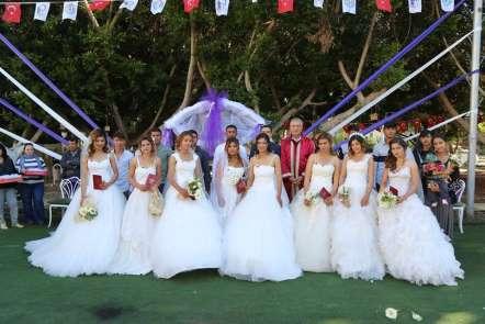 8 Mart'ta 8 nikah