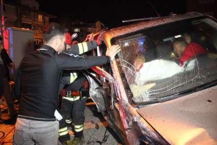 Konya'da feci kaza... İki aracın kafa kafaya çarpıştığı anlar kameraya böyle yan