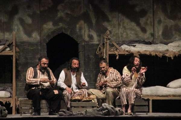 Fasl-ı Şahanede Bimarhane tiyatro gösterisi