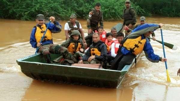Hindistan'da sağanak muson yağmurları: 22 bin kişi tahliye edildi