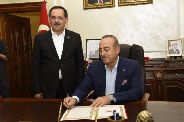 Bakan Çavuşoğlu'ndan Başkan Demir'e övgü