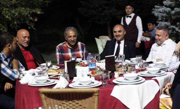 Kayserisporlu yöneticiler ve futbolcular akşam yemeğinde buluştu