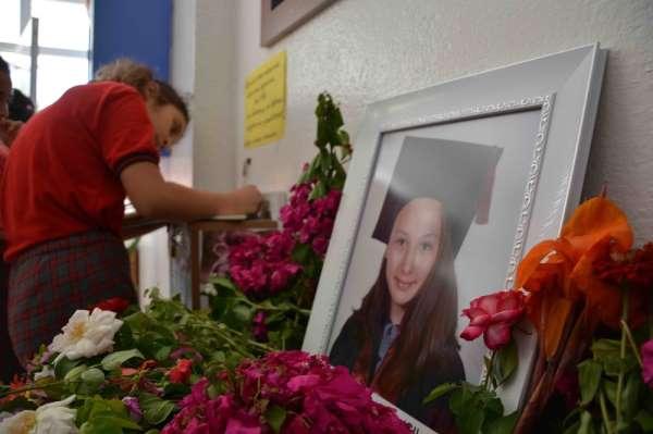 Trafik kazasında hayatını kaybeden arkadaşlarını andılar