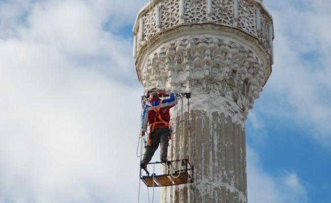 20 Yıldır Minarelerin Bakımını Yapıyor