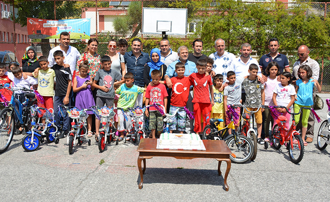 AK Parti'liler Çocukları Sevindirdi
