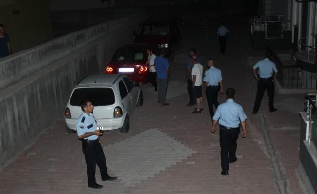 Alkollü sürücü mahalleyi ve polisi çileden çıkardı