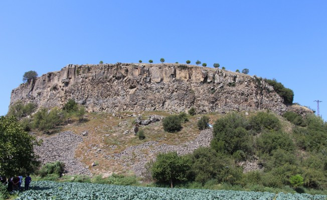Ayağı Kayınca 30 Metreden Kayalıklara Çakıldı