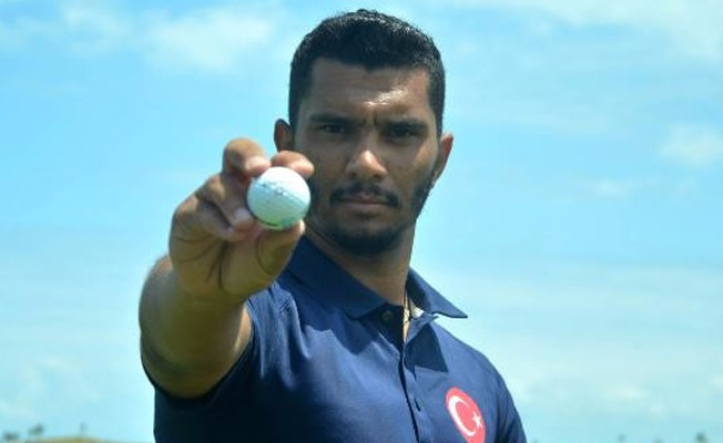 Bakan Çavuşoğlu`nun isteği üzerine futbolu bırakıp golfe başladı