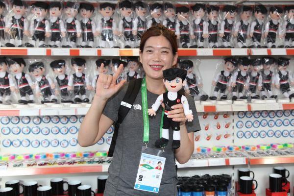 Deaflympics'in satış mağazası ilgi görüyor
