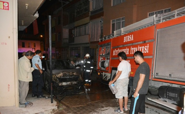 Dört gün arayla 2 araç yandı